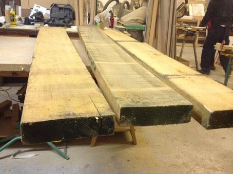Mesa de madera maciza con patas de hierro lacado en blanco ilia estudio interiorismo ilia - Tablones de roble ...