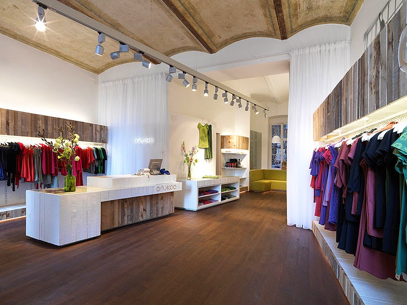 Concepto y dise o n rdico en tienda de ropa de viena for Diseno de interiores almacenes de ropa