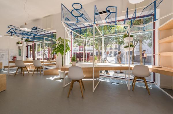 Dise o y destacada tipograf a en oficina de turismo ilia for Oficinas de diseno y arquitectura