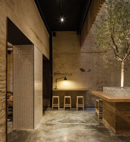 Restaurante en Sevilla, Perro Viejo, equilibrado diseño interior ...